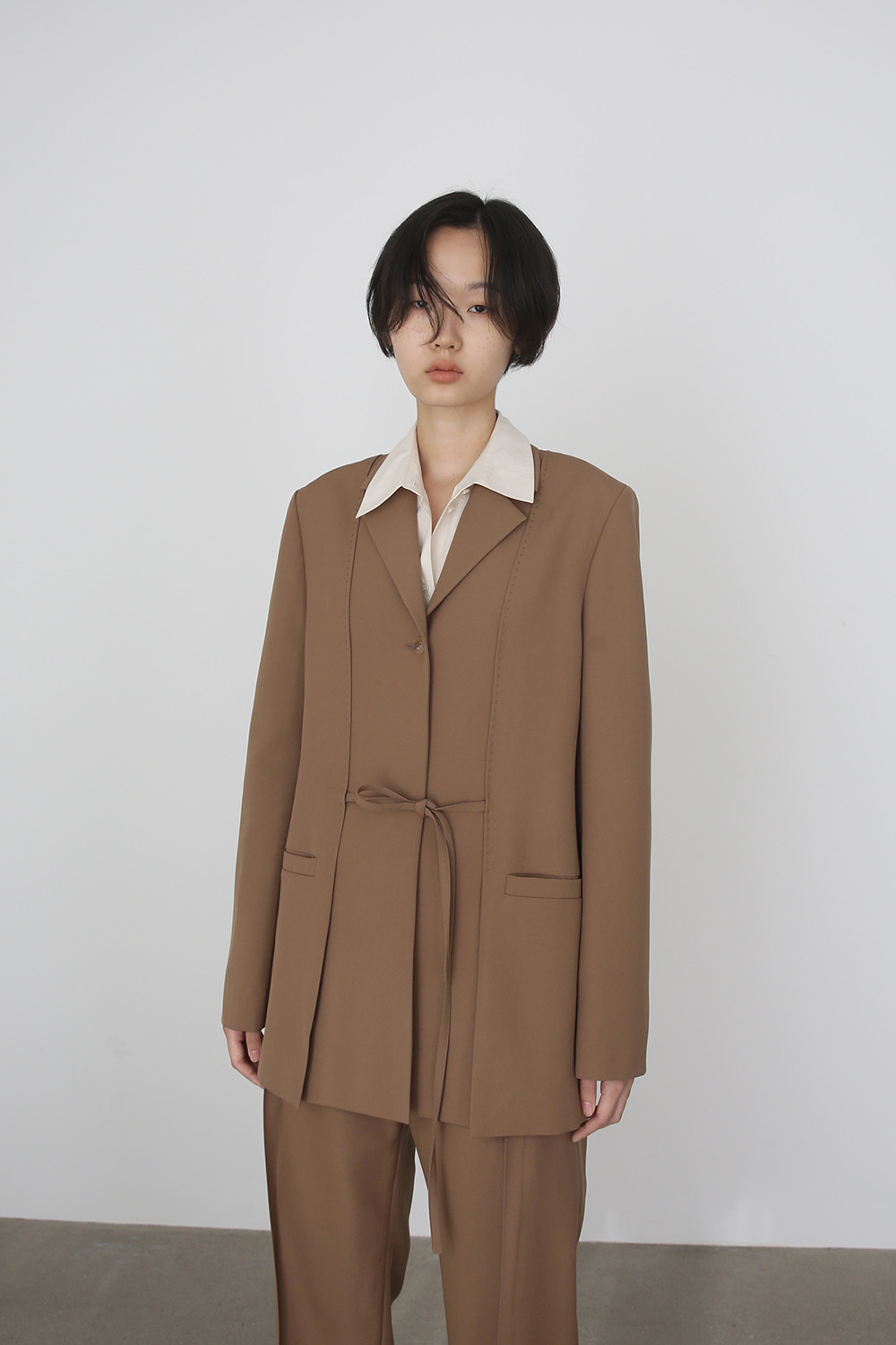 AW19 BELTED SLIT WOOL JACKET (WOOD)