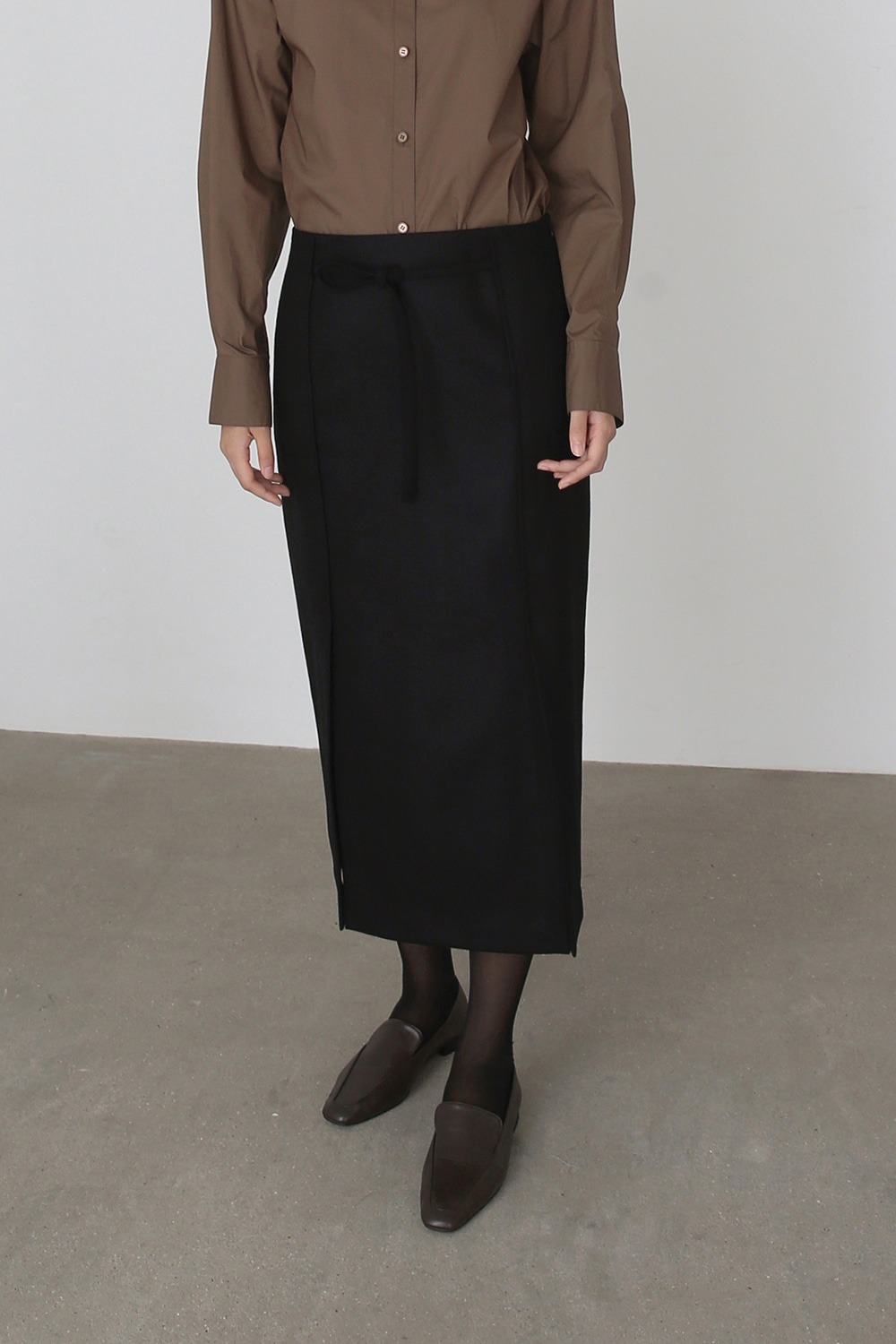 AW19 BELTED SLIT WOOL SKIRT (BLACK)